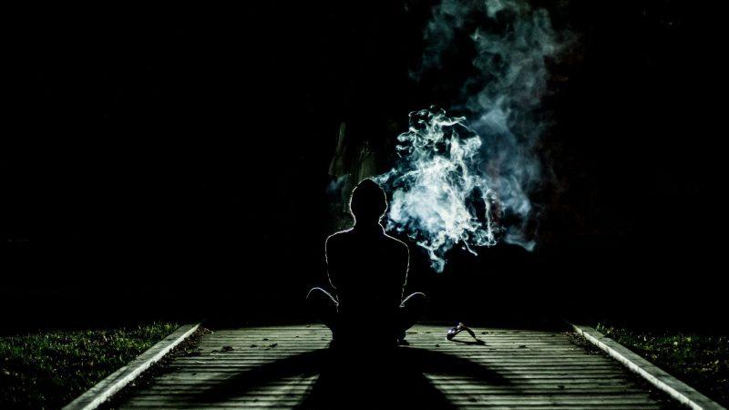 10 powodów, dla których młodzież sięga po dopalacze i narkotyki