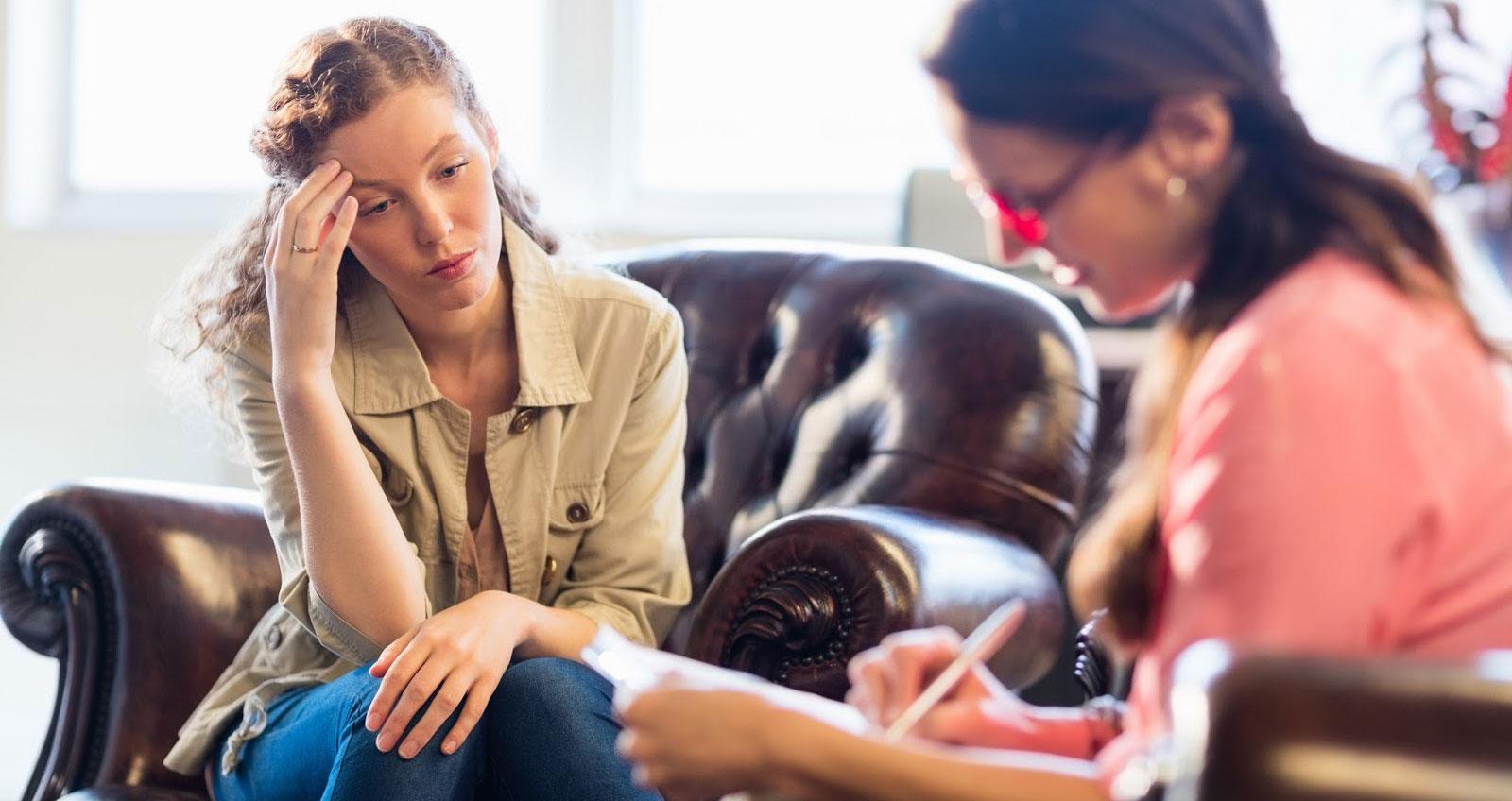 Jakie uprawnienia powinni mieć terapeuci uzależnień? Jak wybrać ośrodek?